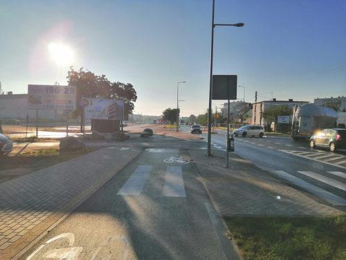 Urywająca się DDR przy ulicy Glinki. Spójna infrastruktura rowerowa to istotny element, aby zachęcić mieszkańców miasta do przesiadki na jednoślad.