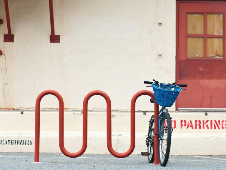 Stojak rowerowy może przybierać różne kształty