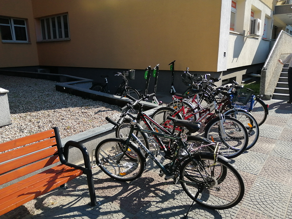 Parkingi rowerowe bydgoskich placówek medycznych - Szpital Miejski Bydgoszcz - wyrwikółko przy Szpitalu Jurasza